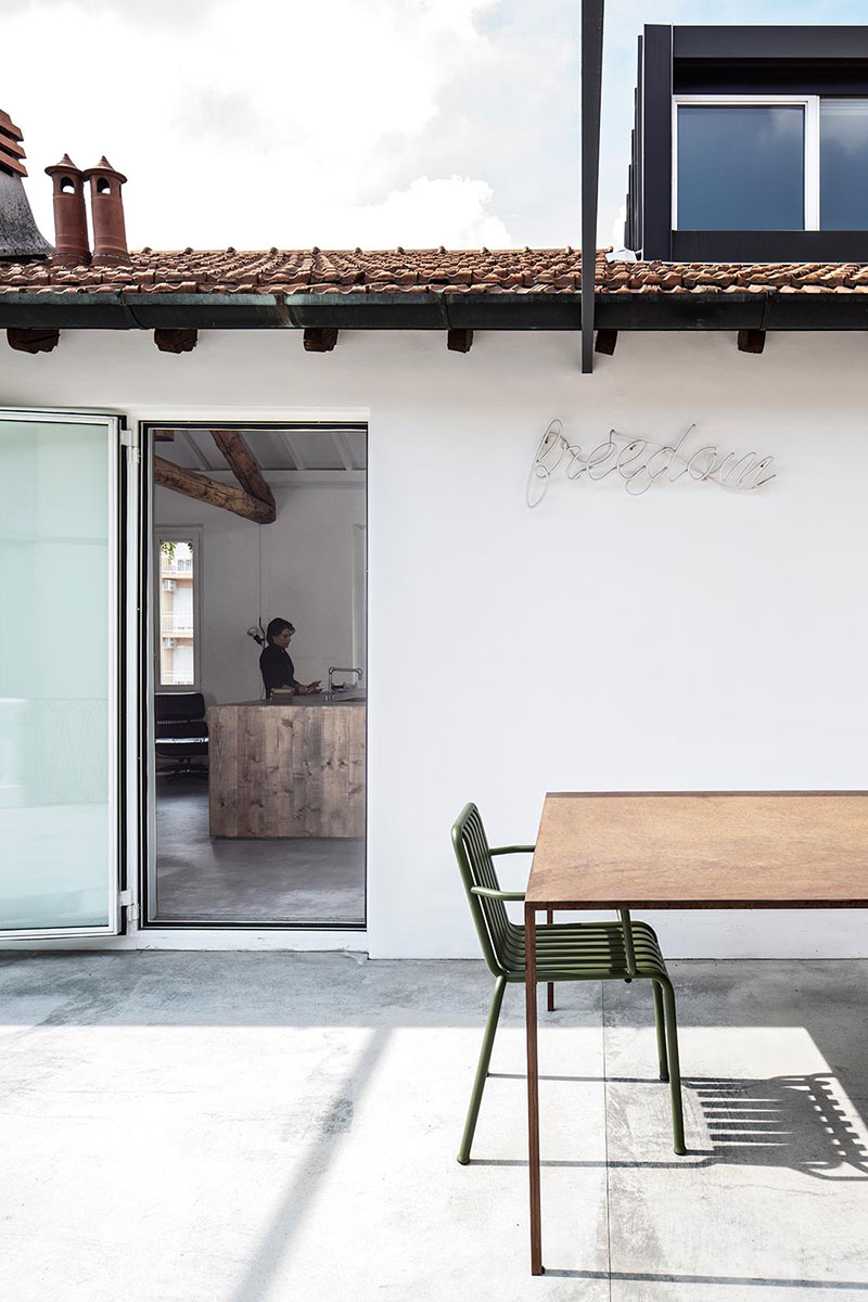 Квартира писателя с террасой с видом на центр Милана (80 кв.м)