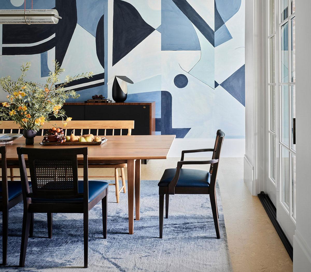 Современная эстетика и яркие вставки в интерьере дома в США