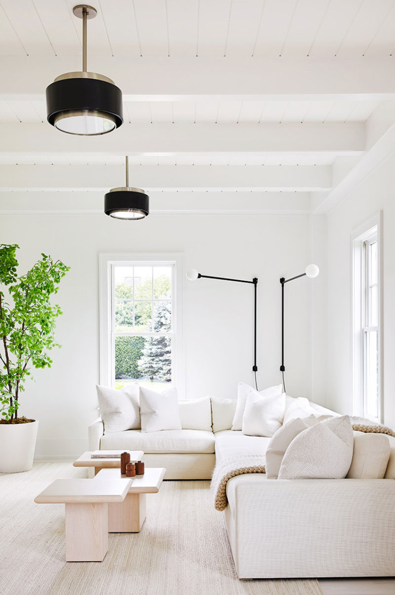 Похож на зефир: Дом в Хемптонсе с молочно-белыми интерьерами
