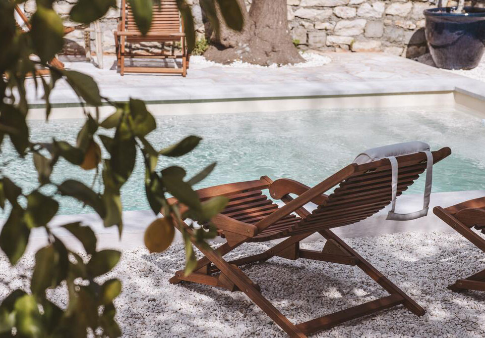 Цитрусовые оттенки, полоска и местная керамика: отель Le Sud на Лазурном берегу