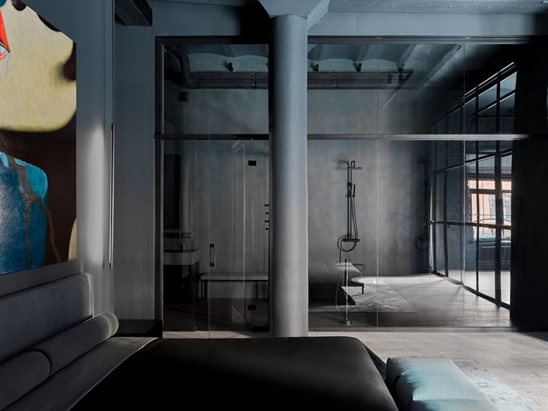 Абсолютно чёрный лофт в здании бывшей фабрики в Москве