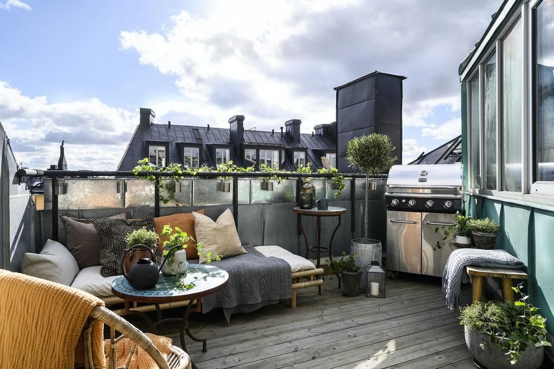 Мансардная квартира в Швеции с библиотекой и балконом с барбекю