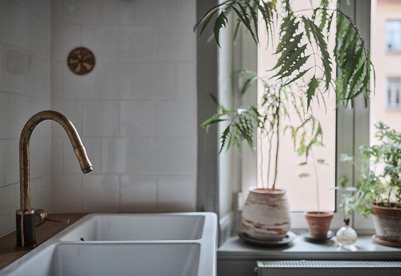 Живой шведский интерьер с обилием винтажного декора (58 кв. м)