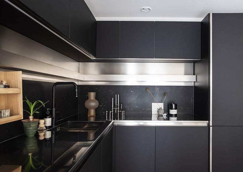 Современная скандинавская квартира с необычной планировкой на двух уровнях (85 кв. м)