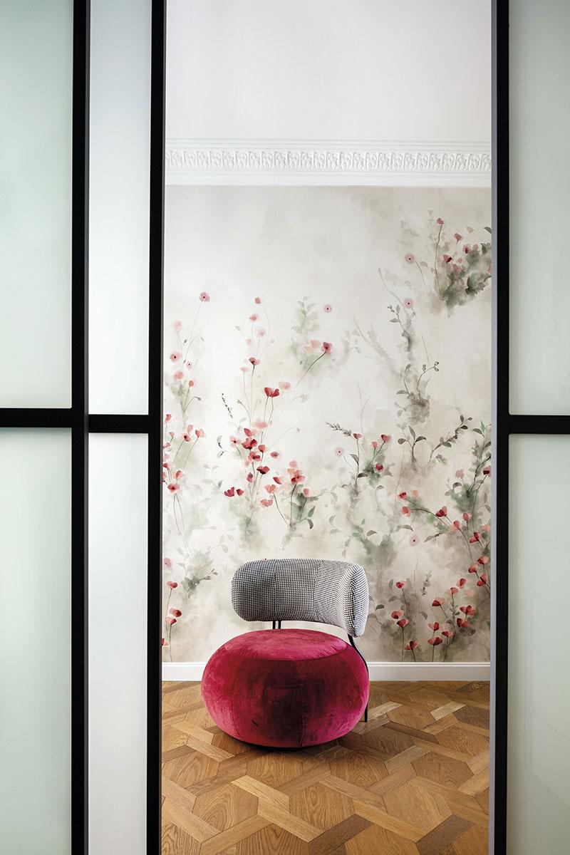 С помощью современного дизайна и искусства архитекторы вдохнули новую жизнь в старинную квартиру в Мадриде