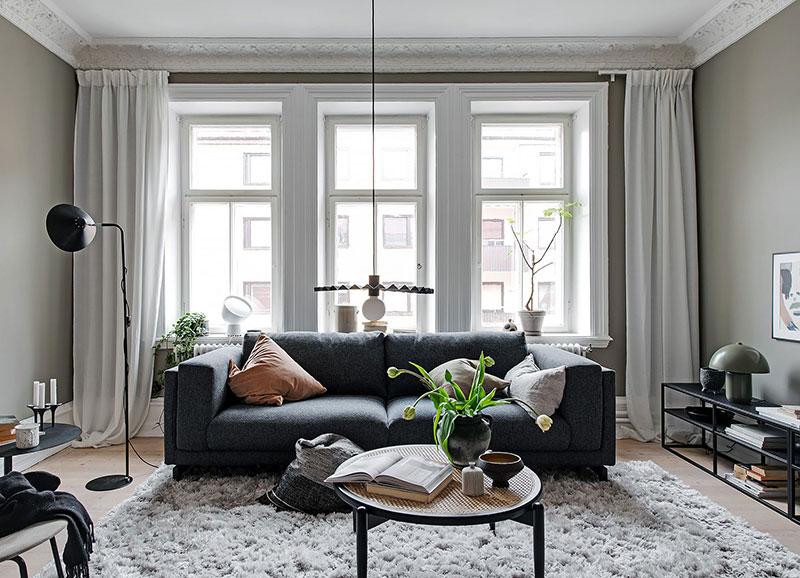 Стильная гостиная, неожиданная кухня и маленькая спальня: двухкомнатная квартира в Швеции (47 кв. м)