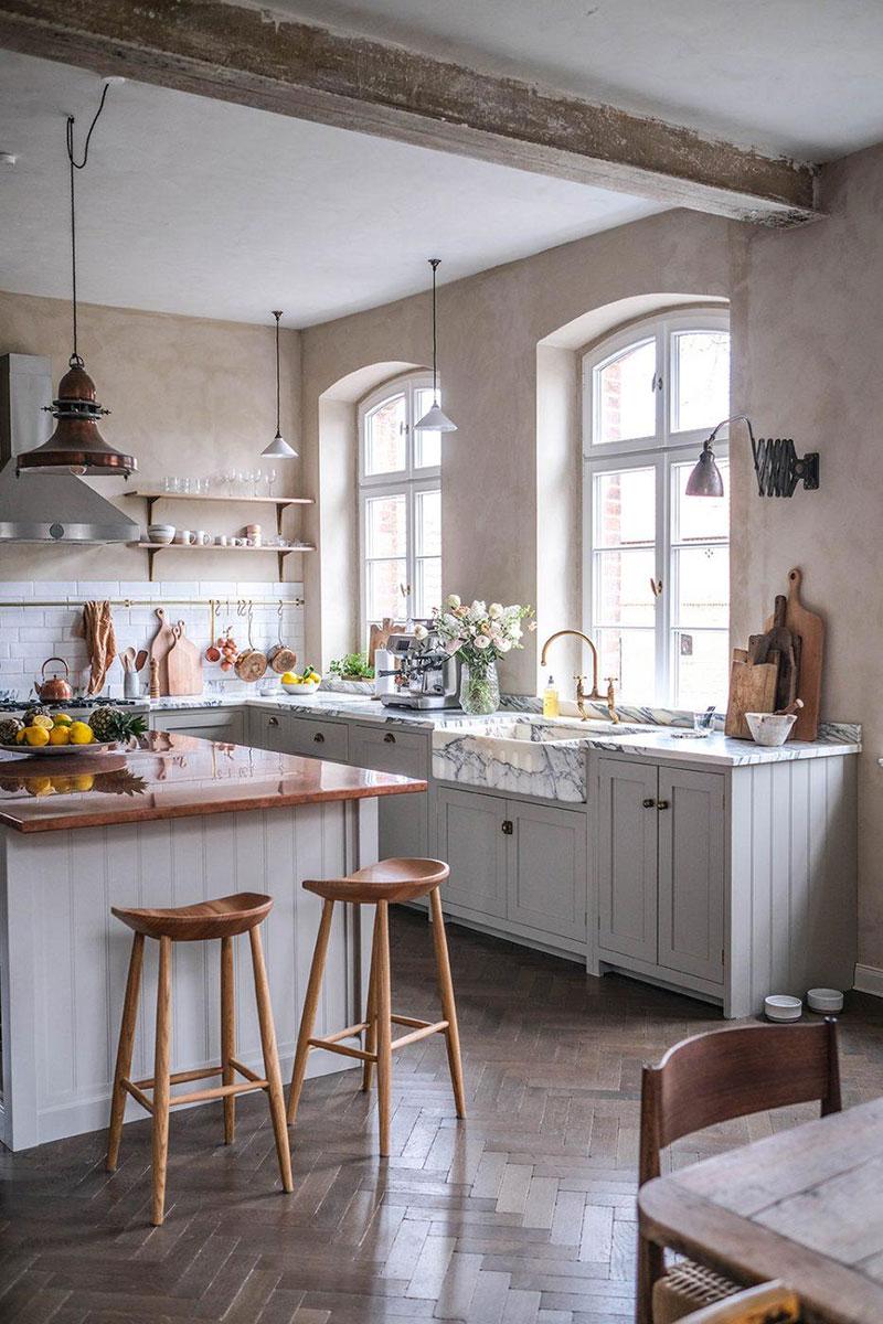 Великолепная кухня от deVOL в здании старой школы в Германии