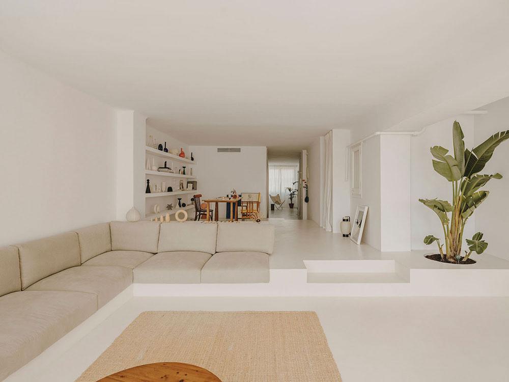 Лёгкий и воздушный интерьер творческой пары в Барселоне