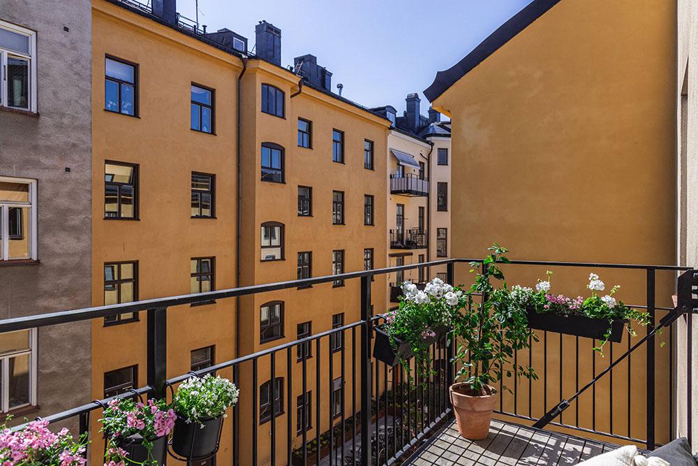 Небольшая белая квартира, которая выглядит просторней, чем есть на самом деле (42 кв. м)