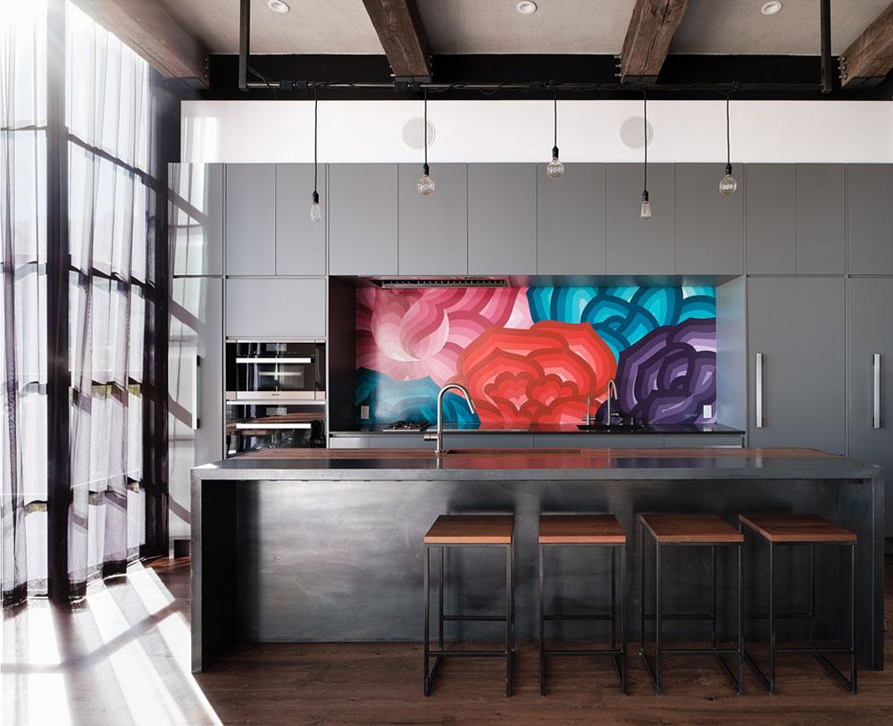 Стильный современный интерьер с индустриальным характером в историческом доме в Сан-Франциско