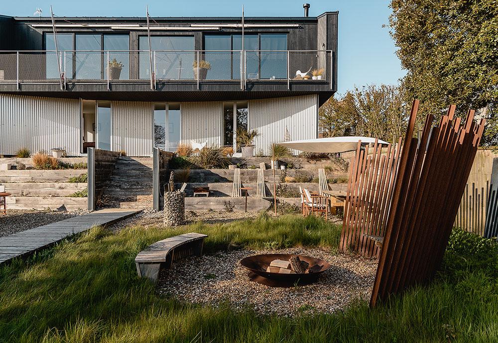Чёрный цвет, который совсем не утяжеляет пространство: дом архитектора в Англии