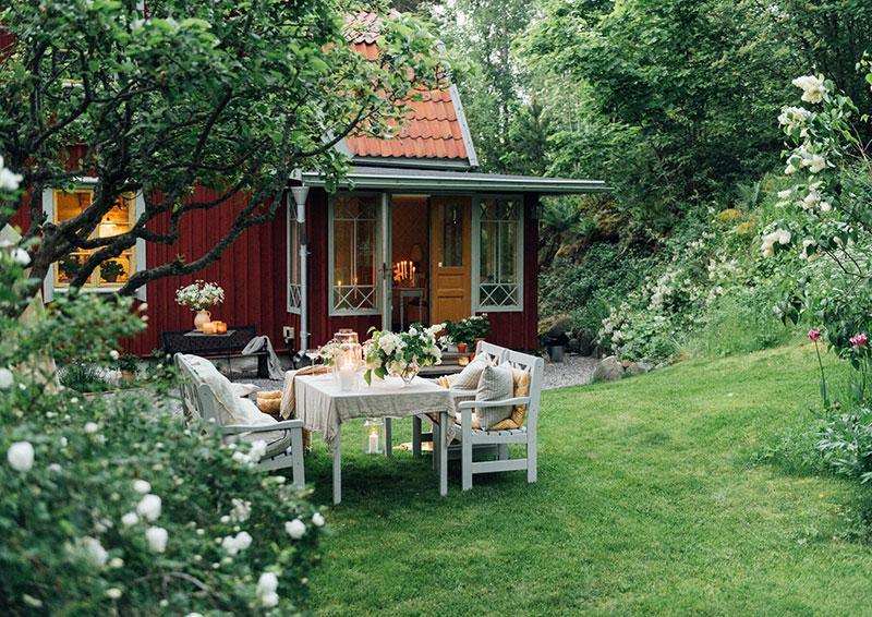 Старинная дача с прекрасным садом в Швеции
