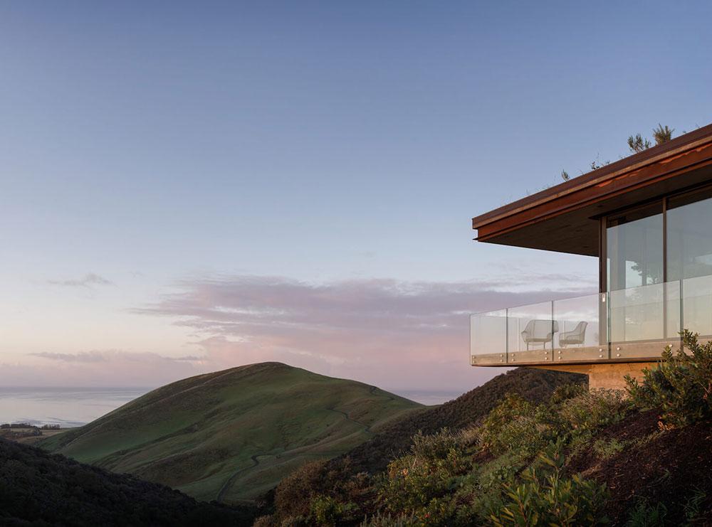Дом в Санта-Барбаре с захватывающим видом на холмы и океан