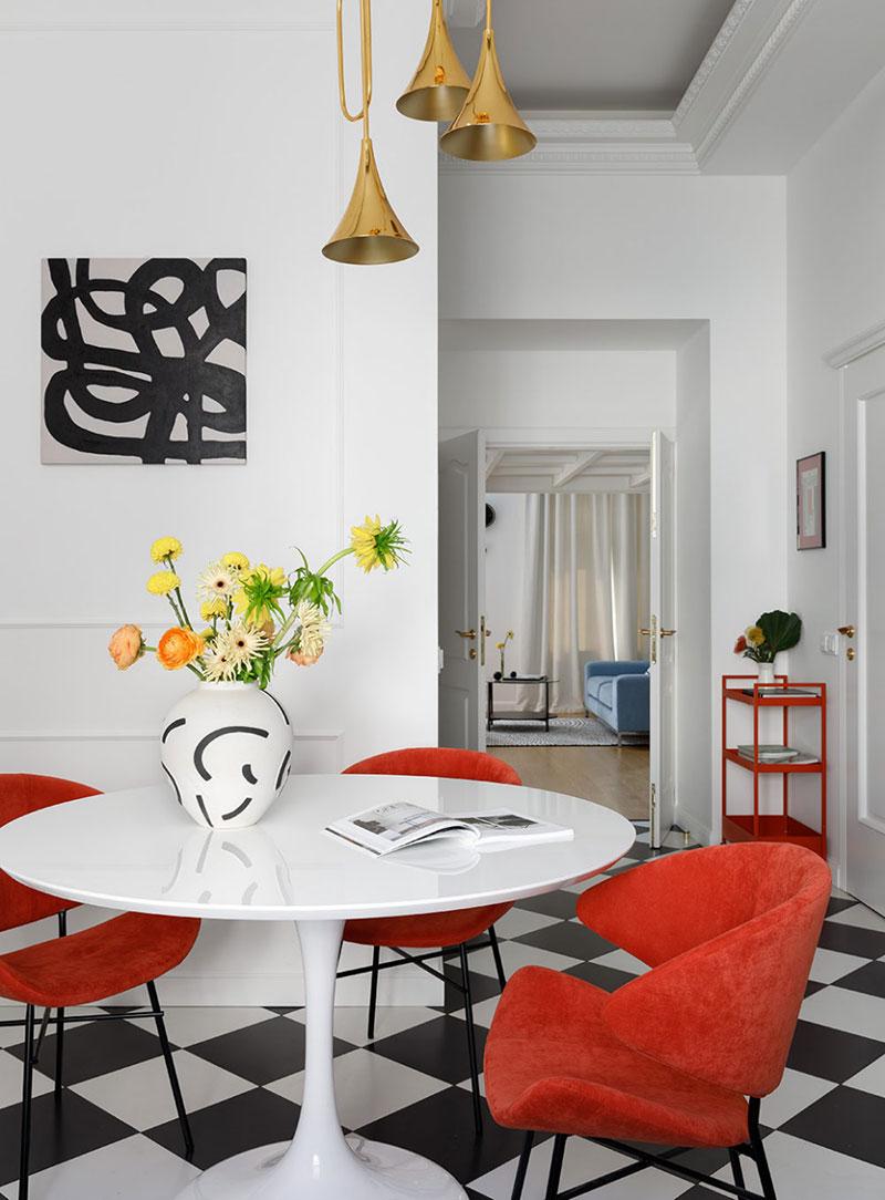 Арендная квартира с антресолью, гамаком и красочными акцентами в Санкт-Петербурге (76 кв. м)