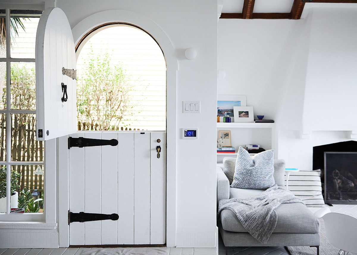Светлые интерьеры обновлённого амбарного дома дизайнера в Калифорнии