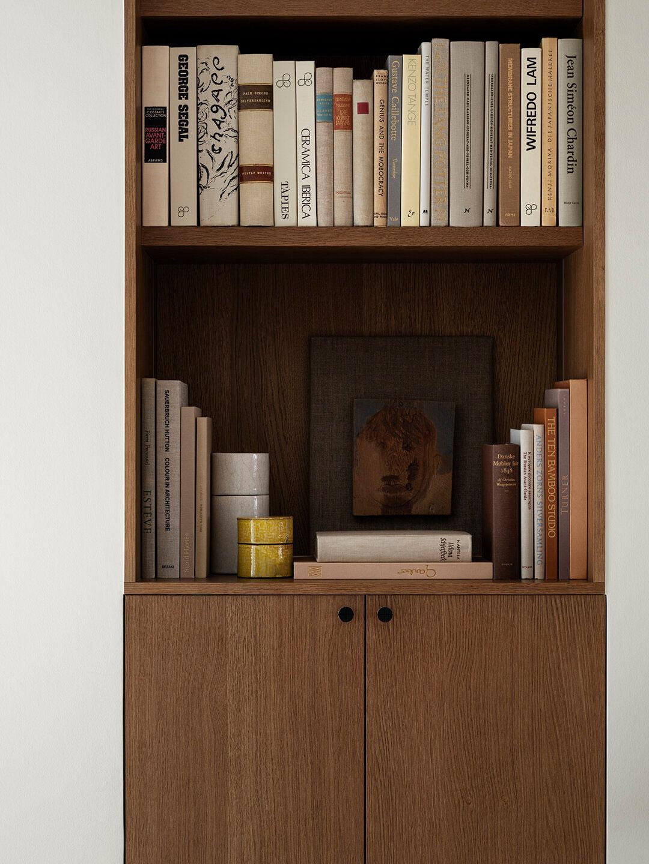 Изысканный дизайн просторной квартиры с мансардой Стокгольме