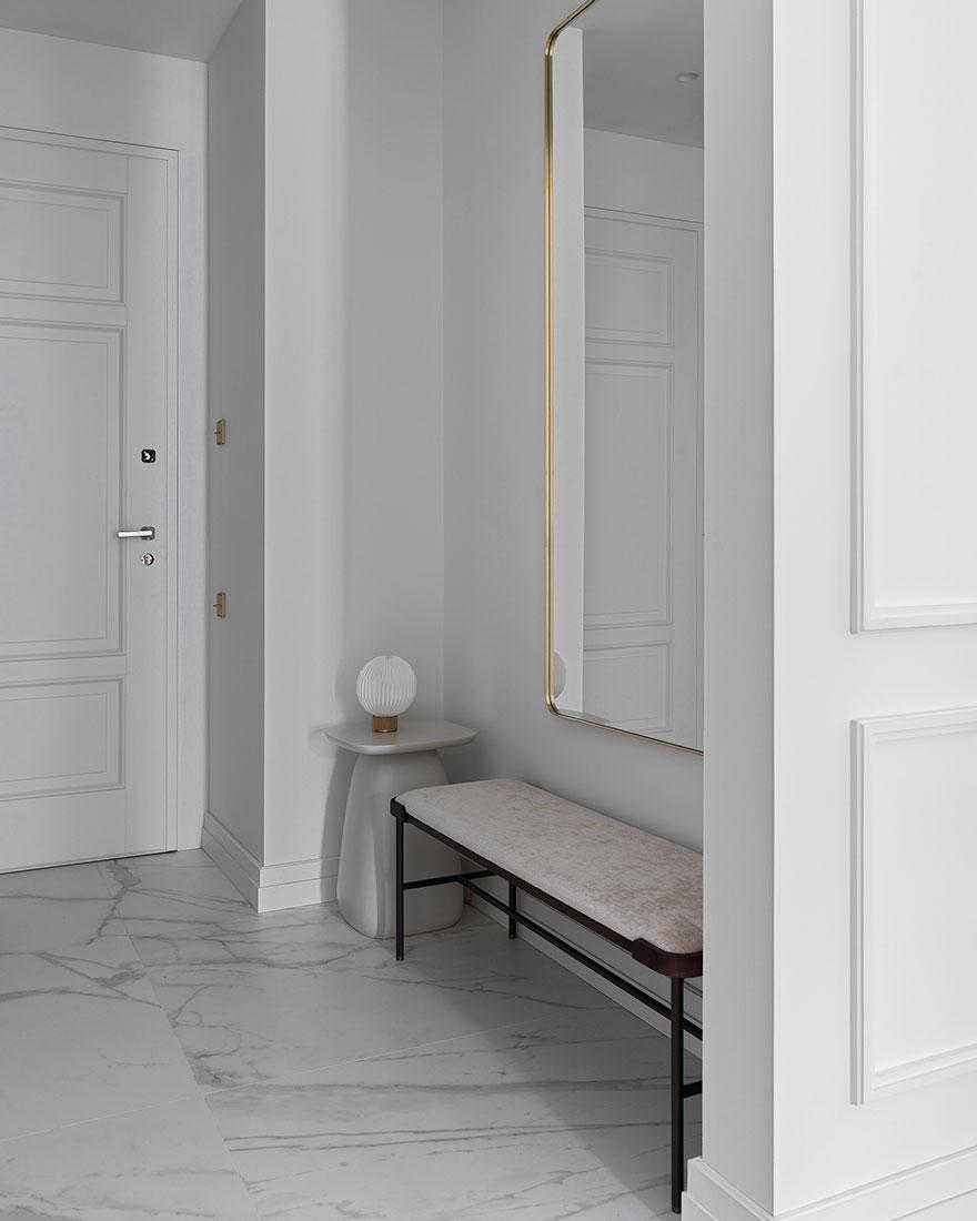 Элементы парижского стиля в дизайне большой квартиры в Москве