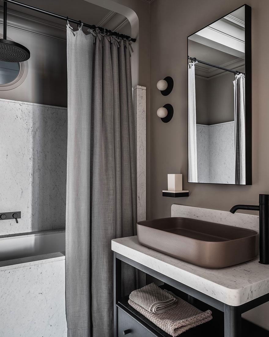 Приглушенные тона и мягкие контрасты: стильная квартира в Москве