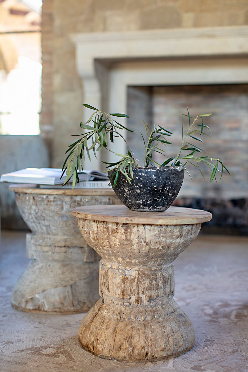 Благородный камень и состаренное дерево: потрясающий интерьер виллы в Калифорнии
