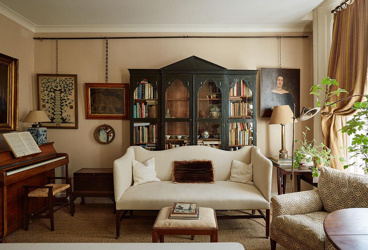 Квартира с антикварной мебелью в таунхаусе 1840 года в Лондоне