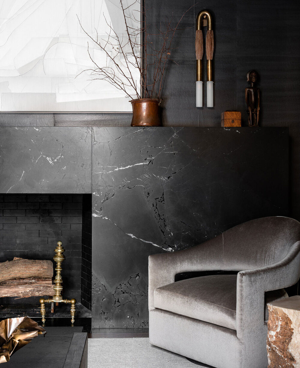 Для любителей тёмных интерьеров: элегантные апартаменты от дизайнера Sean Anderson