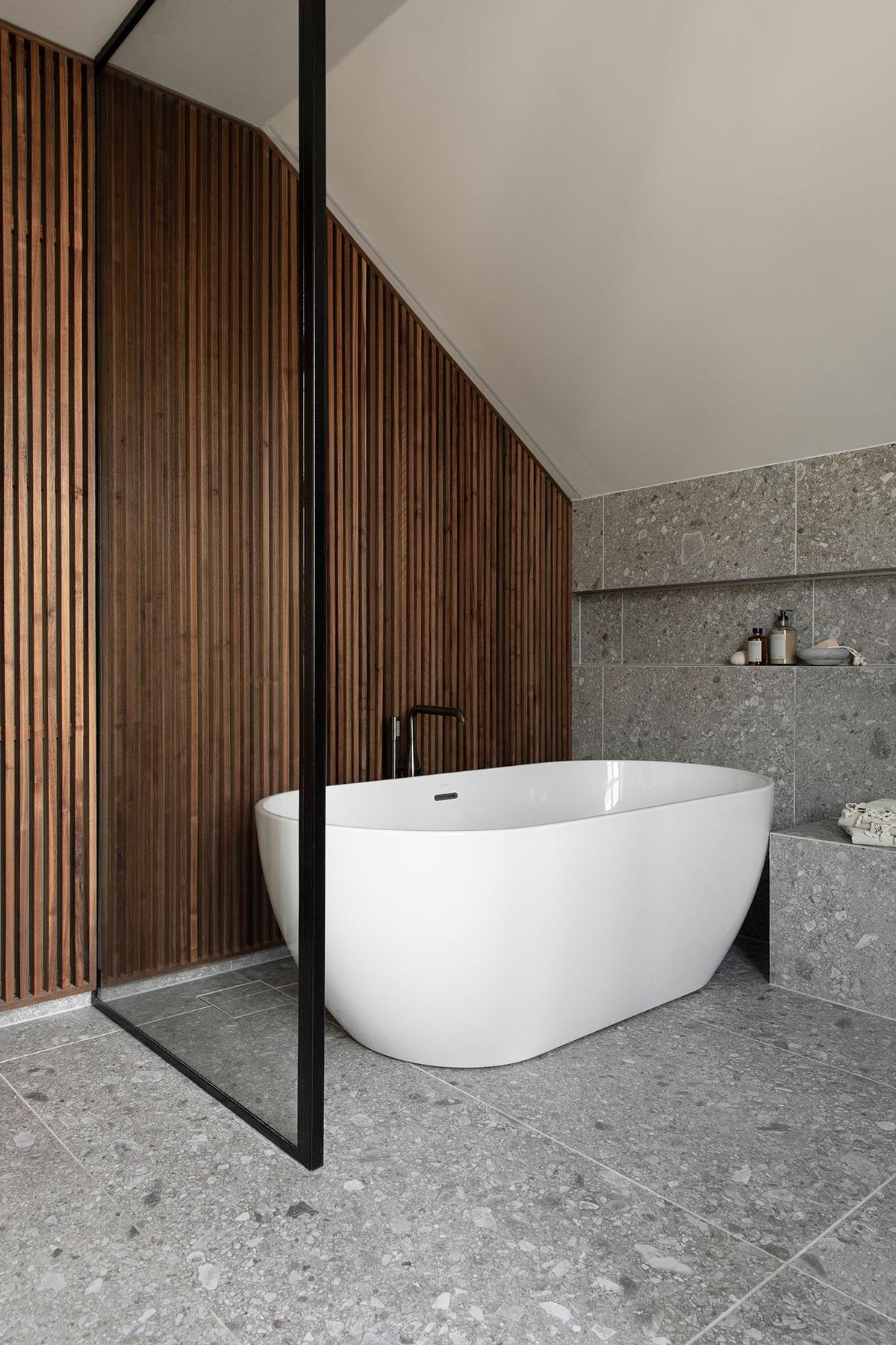 Спокойный и элегантный современный интерьер дома дизайнера одежды в Осло