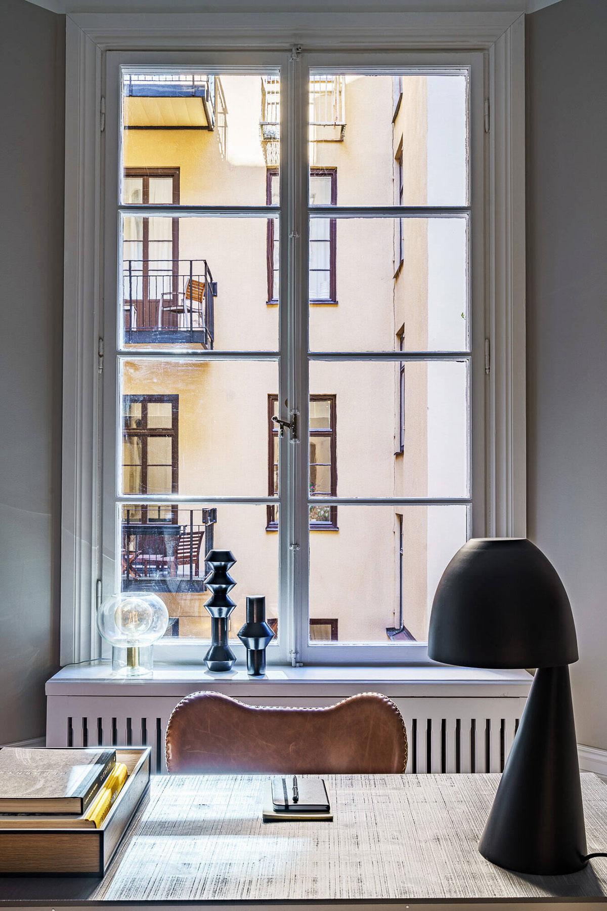 Элегантный современный интерьер в старинном доме на набережной в Стокгольме
