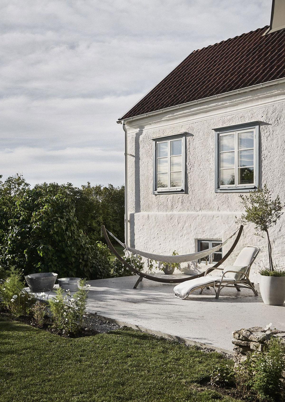 Каменная вилла с атмосферными интерьерами на острове Готланд в Швеции