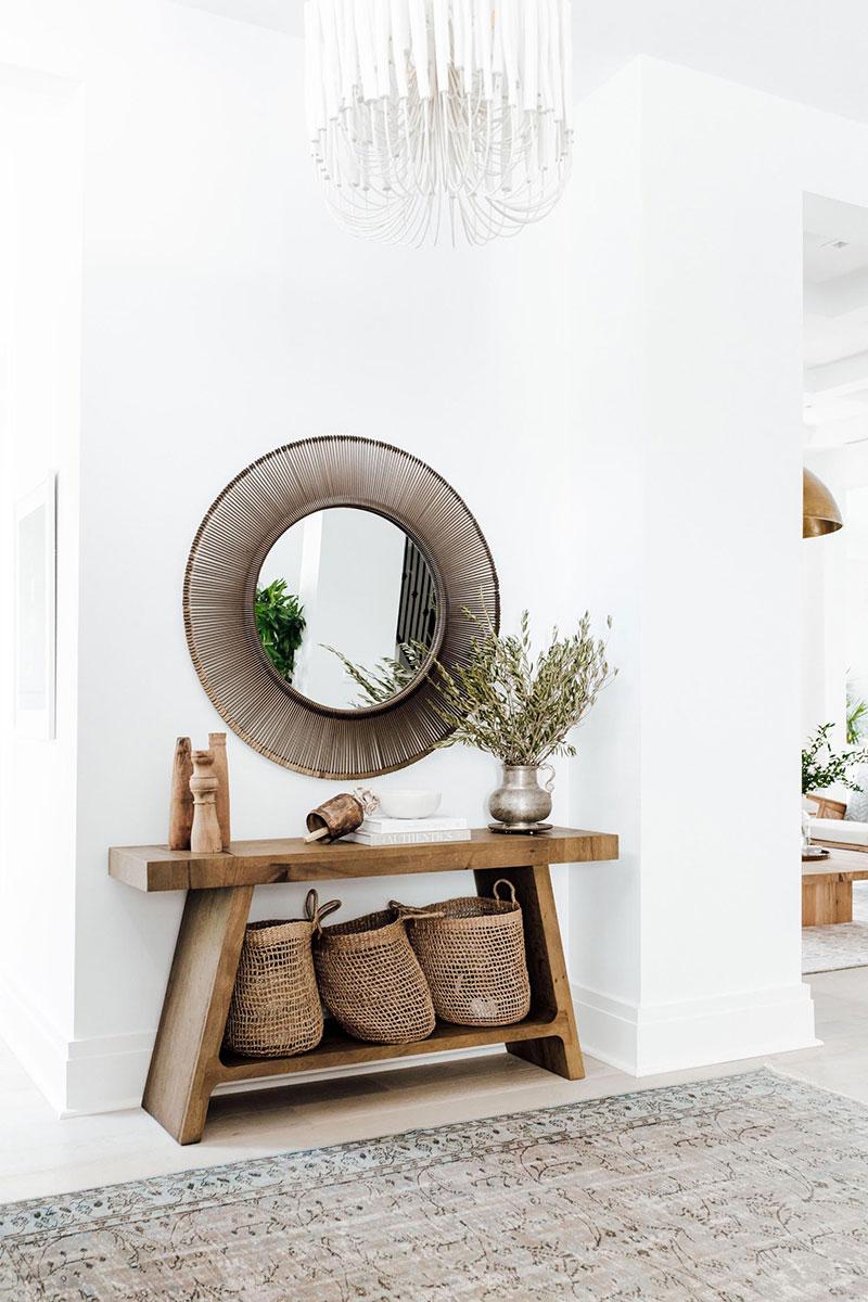 Белоснежный интерьер с нотками колониального стиля во Флориде