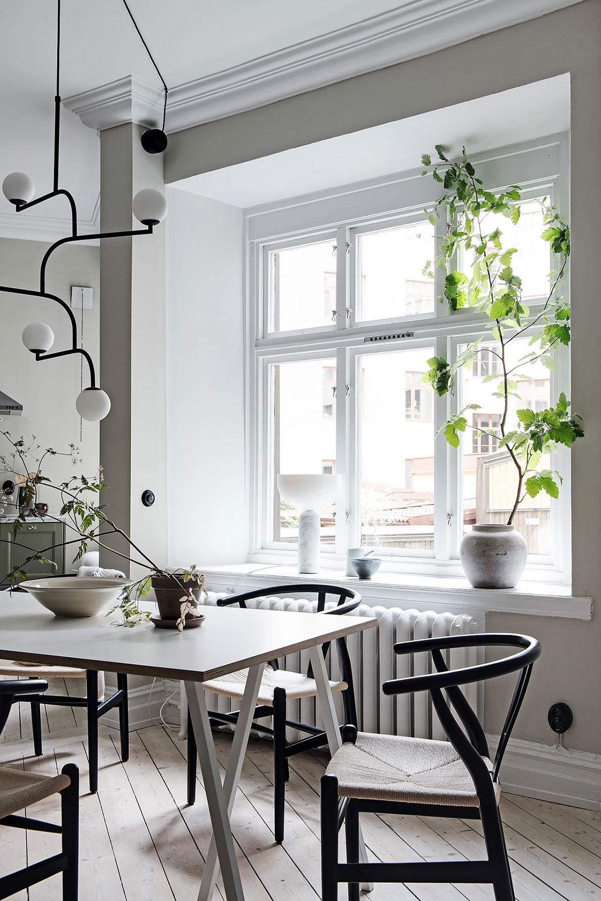 Зелёная кухня и неправильная планировка: красивая двухкомнатная квартира в Швеции (71 кв. м)