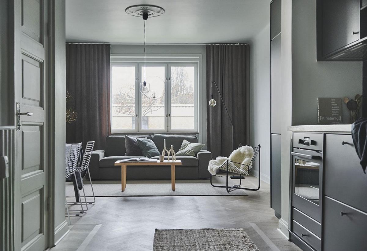 Красивые серо-зеленые стены и черная кухня: компактная квартира в Швеции (42 кв.м)