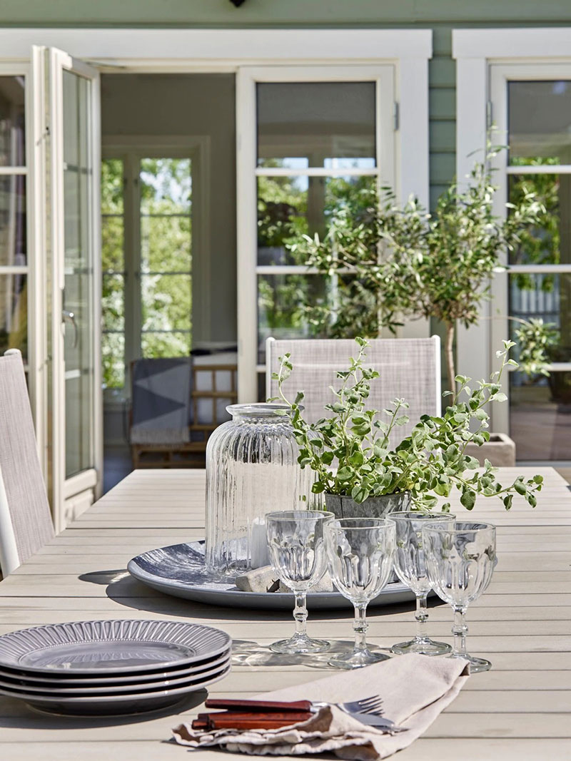 Чудесная дача с белыми интерьерами для молодой семьи в Швеции
