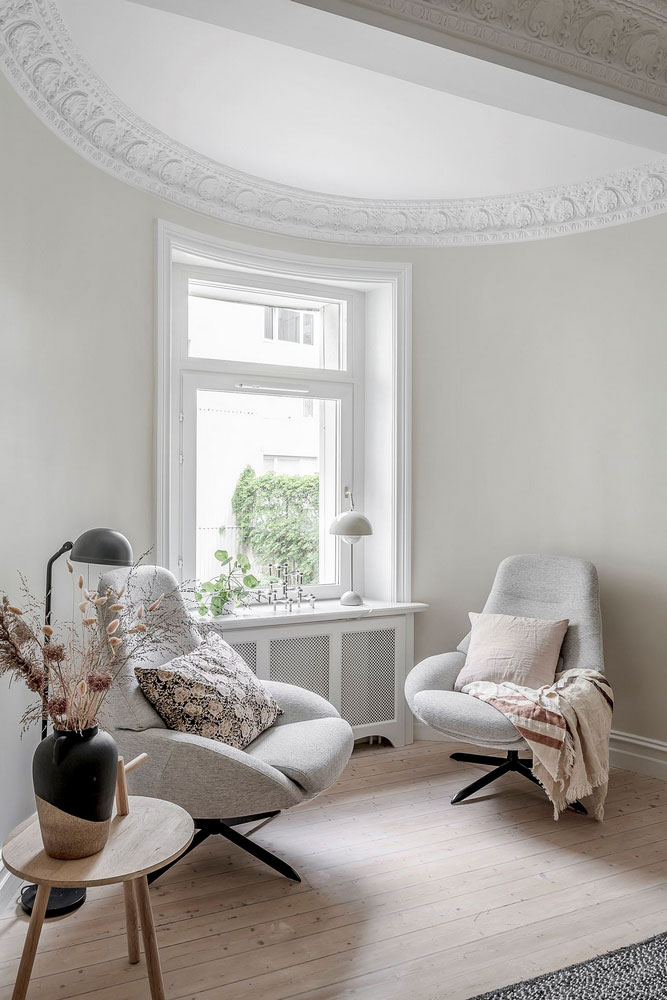 Нежные оттенки бежевого и розового в интерьере квартиры в Швеции