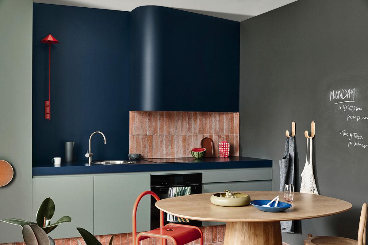 Стильная, красочная, концептуальная: современная кухня от австралийской студии Kennedy Nolan