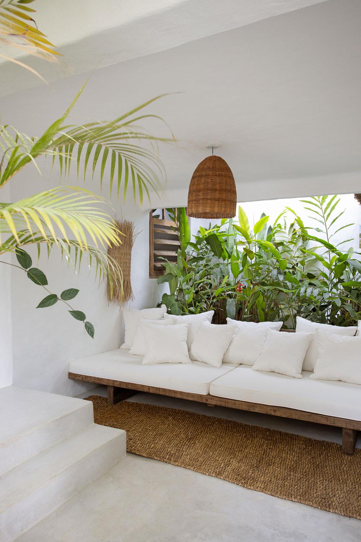 Рустикальная вилла в гармонии с природой в джунглях Бразилии