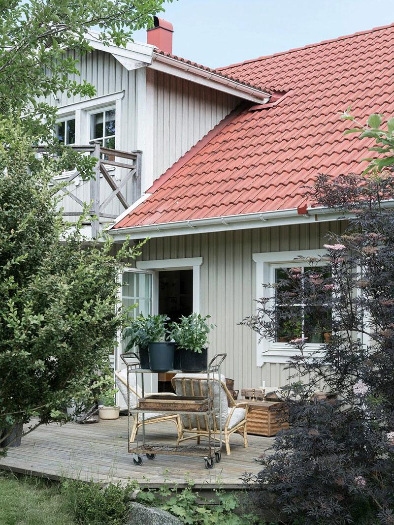 Залитая ласковым светом дача в Швеции