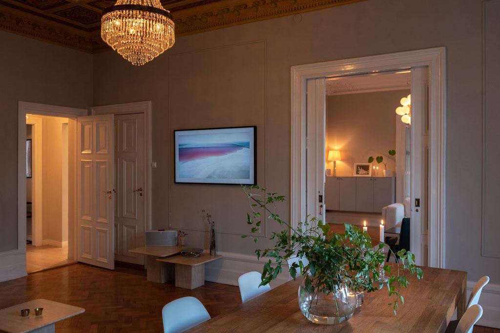 Готические окна и расписной потолок: тур по необычной квартире в Мальмё