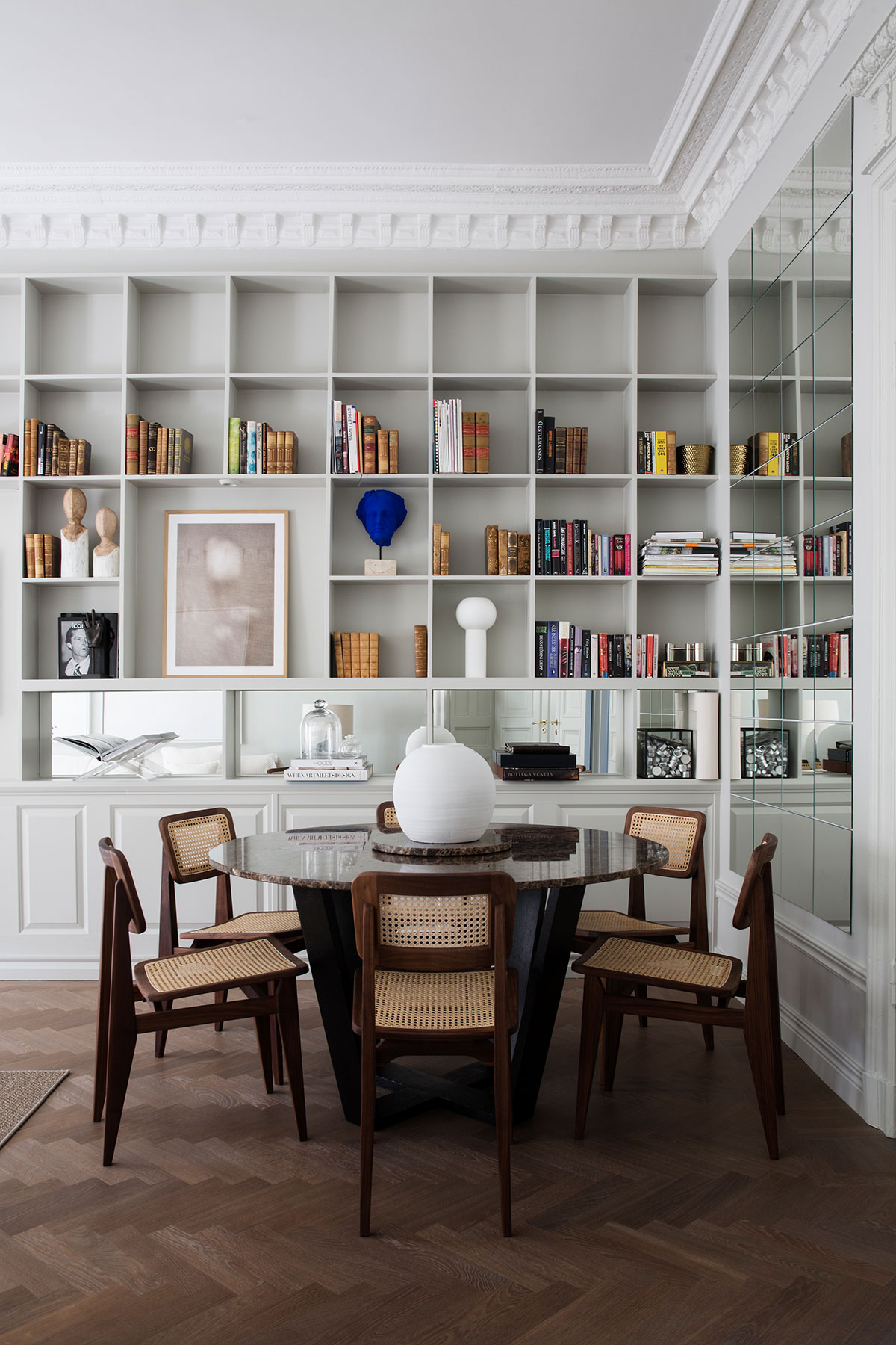 Дома как в бутик отеле: элегантные апартаменты дизайнера в Стокгольме