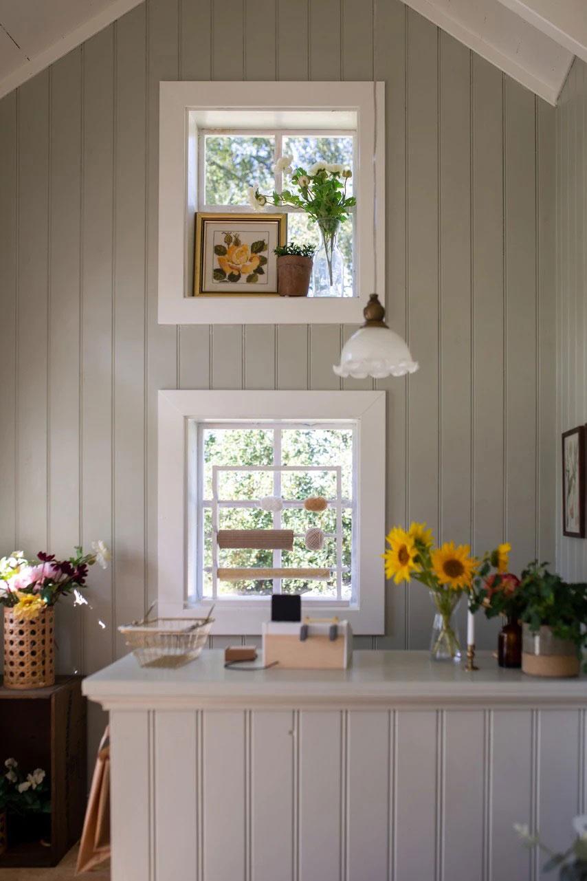 Красивая шведская дача с мини-домиком для детей
