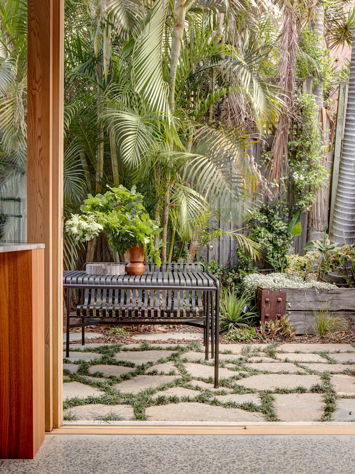 В окружении пальм и рядом со знаменитым пляжем: небольшой курортный домик в Сиднее
