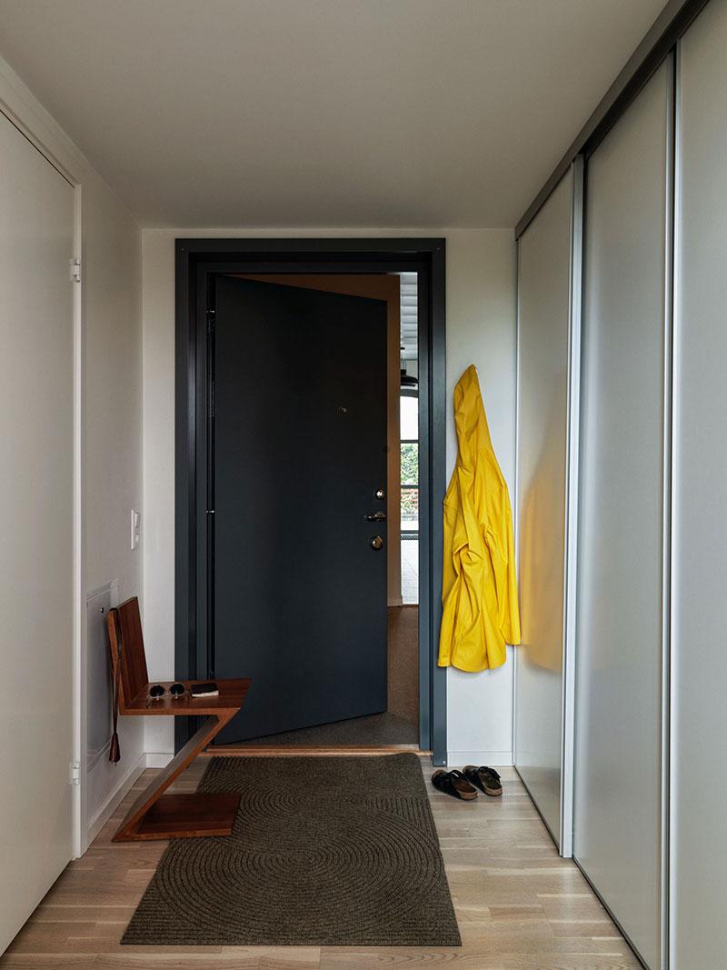 Второй свет и индустриальные детали: небольшой лофт в Стокгольме