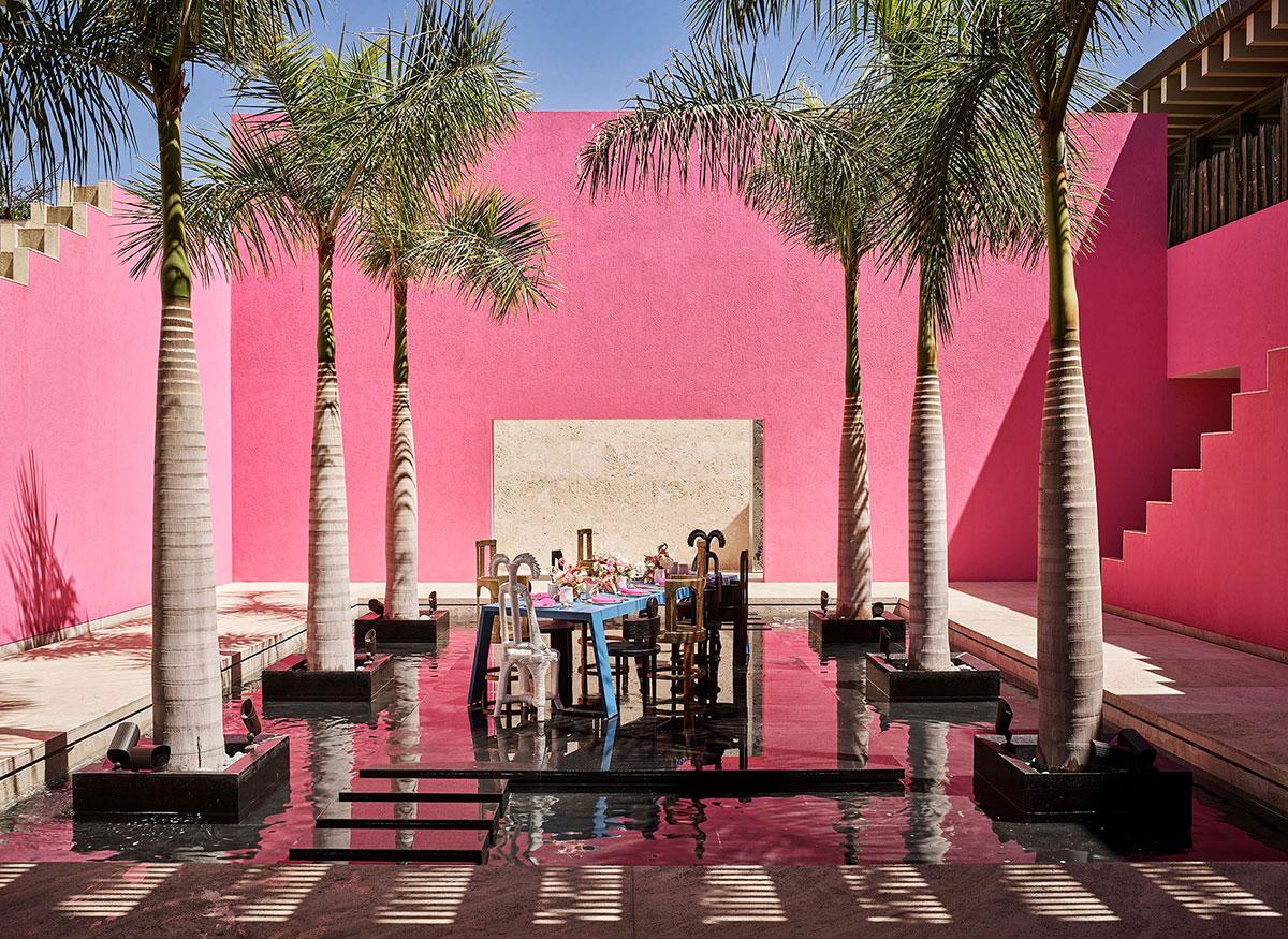 Пальмы, розовый цвет и океан под рукой: пляжная вилла в Мексике