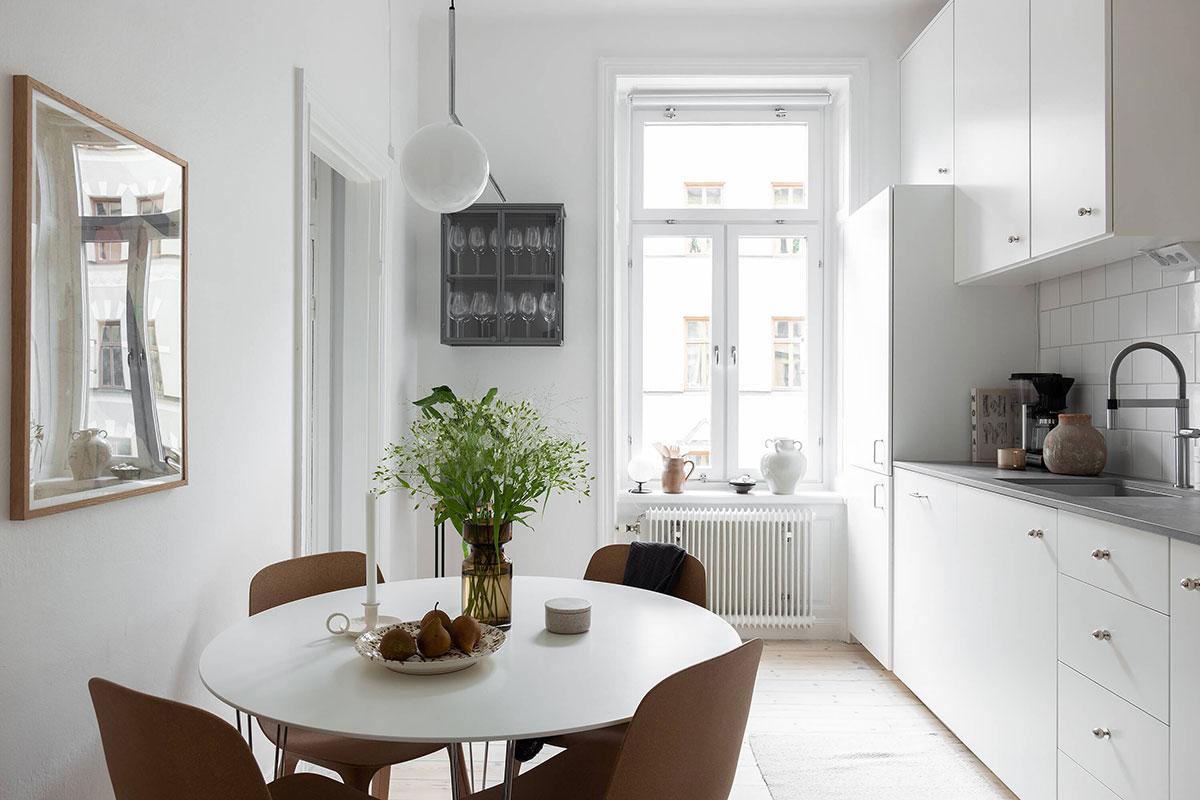 Приятная маленькая квартира с проходной гостиной и крошечной спальней (44 кв. м)