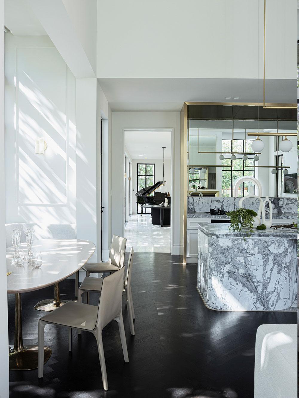 Стильные и элегантные интерьеры величественного особняка в европейском стиле в Австралии
