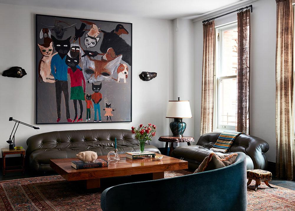Интересный декор и тёмные контрасты: оригинальная квартира семьи дизайнера на Манхеттене