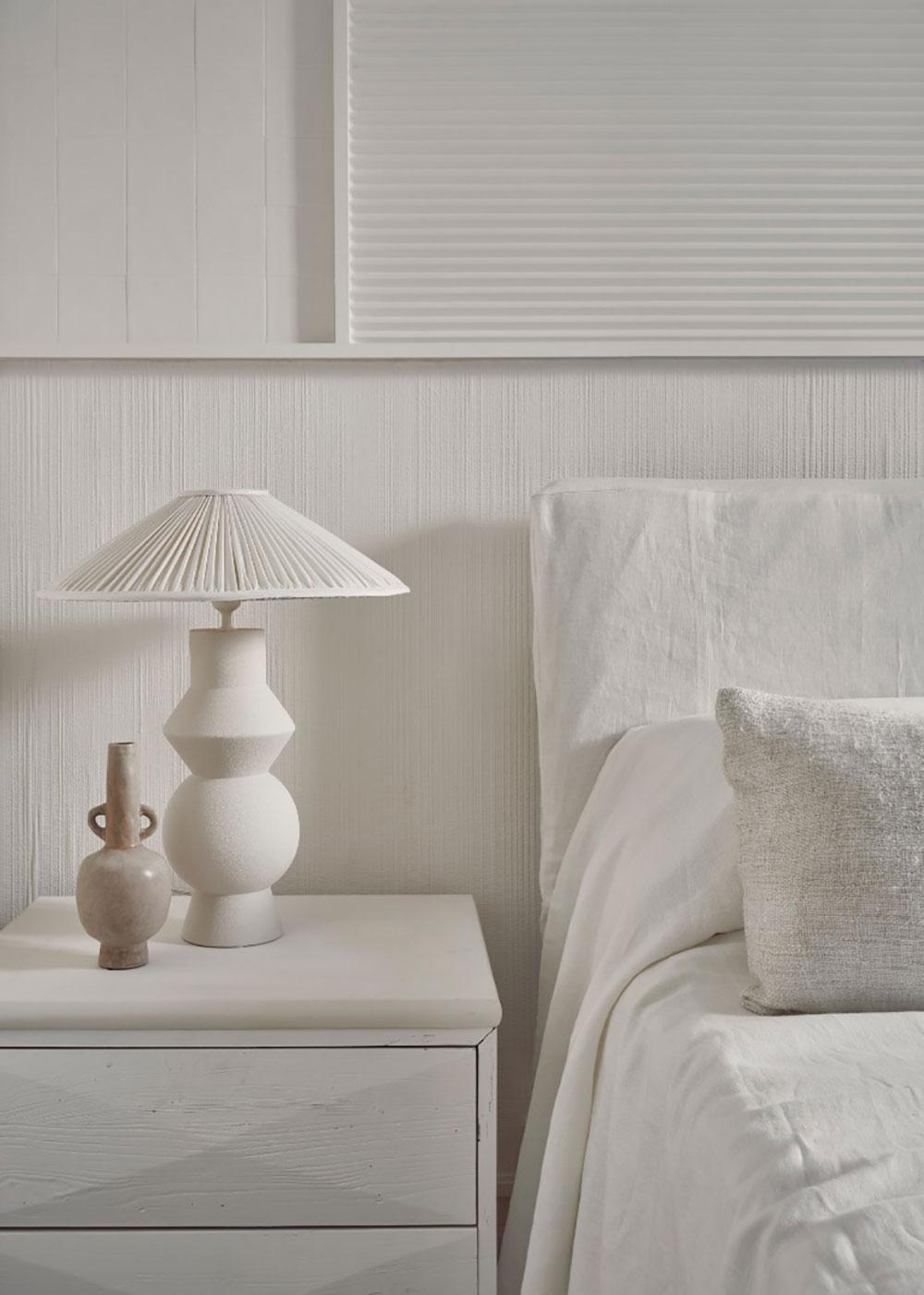 Королевство белого цвета и красивых фактур: квартира дизайнера в Мадриде