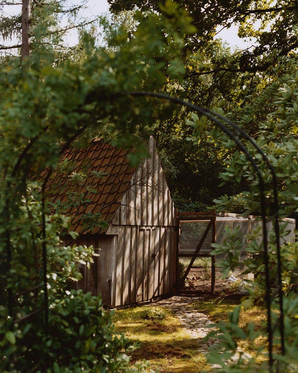 Связь природы, цвета и формы: красивый каменный домик в Бельгии от Zara Home