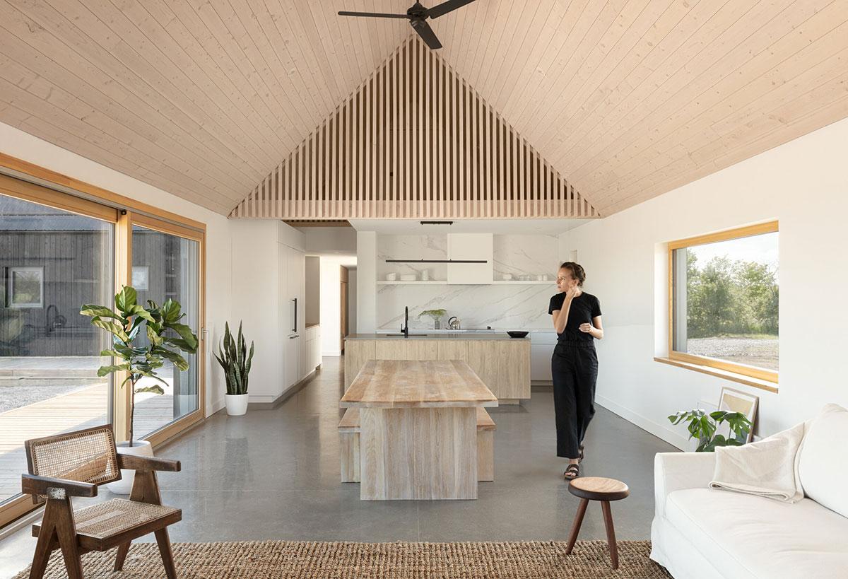 Простота во всём: минималистичный дом с видом на озеро Онтарио в Канаде