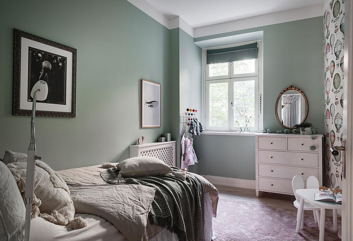Стильная скандинавская квартира с декором в оттенках зелёного (84 кв. м)