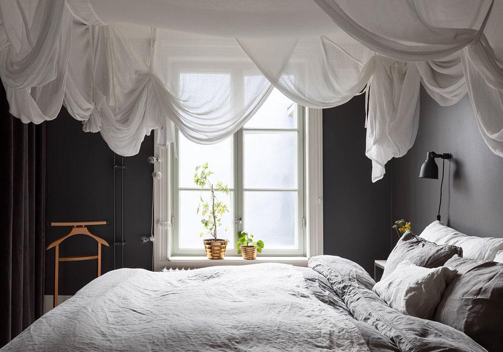 Светлая квартира с тёмными стенами в Гётеборге (68 кв. м)